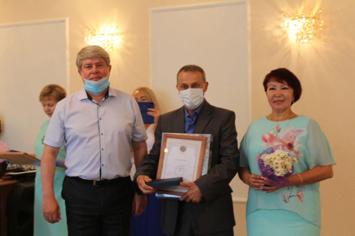 В День семьи, любви и верности в Таштыпском районе торжественно вручили медали «За любовь и верность»