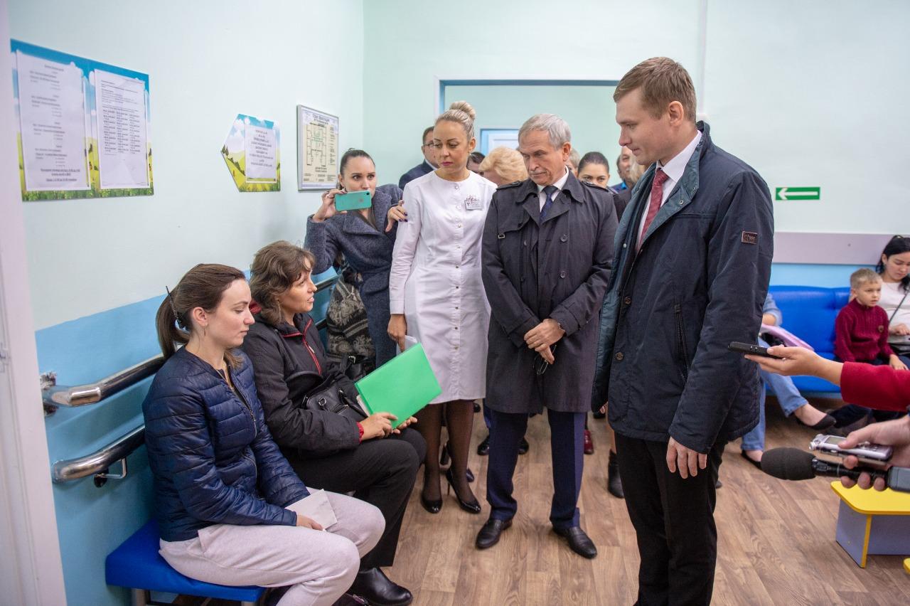 Валентин Коновалов поручил оказать финансовую помощь учреждениям первичной медицинской помощи в Усть-Абаканском районе